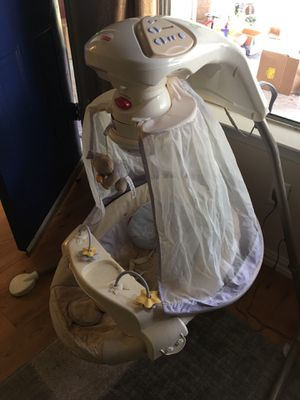 Fisher price baby swing for Sale in Round Rock, TX