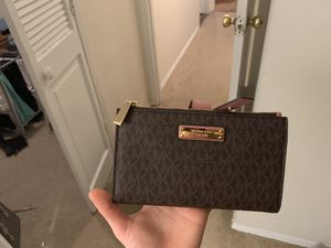 NEW! Michael Kors wristlet phone wallet for Sale in Beverly Hills, CA