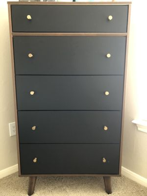 Ashley 5 Drawer Chest for Sale in Dallas, TX