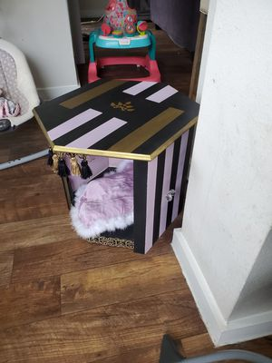 Dog bed house table for Sale in Carrollton, TX