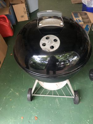 Weber Charcoal Grill for Sale in Vero Beach, FL