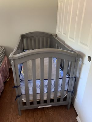 Baby crib with mattress in very good condition for Sale in Happy Valley, OR