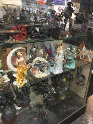 Collectibles ( skulls, statues, antiques, super cool stuff)... for Sale in Stockton, CA