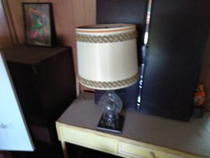 Small antique lamp for Sale in Georgetown, TX