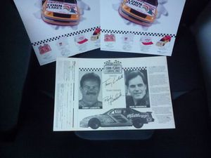 Autographed Kellogg's box front X 7 for Sale in Frostproof, FL