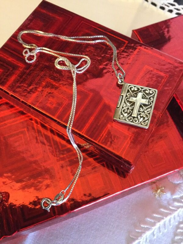 Sterling Silver Bible Book 📚 Silver Jewelry necklace & Pendant / Book opens 💖📖