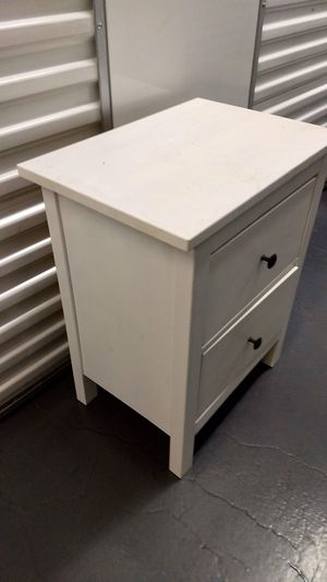 White nightstand for Sale in Chicago, IL