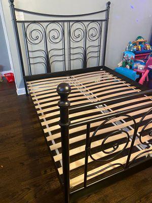 Hermosa base de cama con cabecera for Sale in Chicago, IL