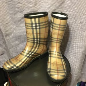 Burberry plaid rain boots womans size 10 (41) made in Italy for Sale in Milwaukee, WI