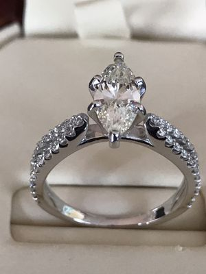 Diamond engagement ring 1.75 carat for Sale in Shelby Charter Township, MI