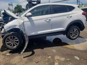 Hyundai Tucson for parts out 2017 for Sale in Opa-locka, FL