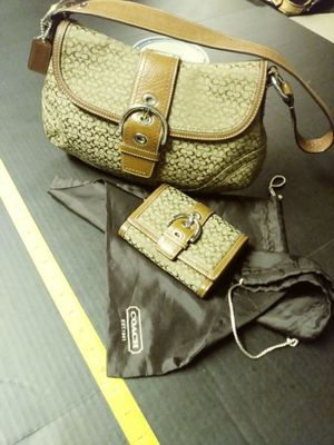 Coach purse w/ wallet (real) for Sale in Cleveland, OH
