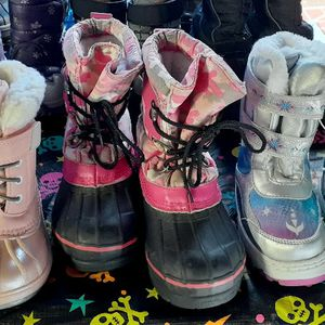 SNOW BOOTS FOR KIDS $22.00 for Sale in Santa Ana, CA
