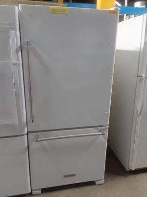 New scratch and dent kitchen Aid bottom freezer fridge in excellent condition for Sale in Baltimore, MD
