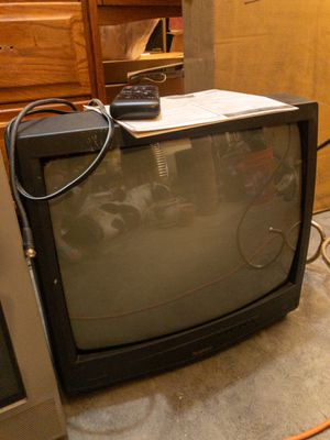 """Free Symphonic 19"""" TV for Sale in Belton, MO"""