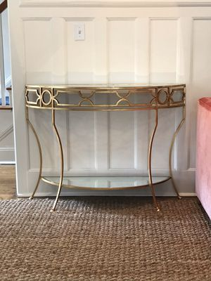 Gorgeous Hallway Table for Sale in Wellesley, MA
