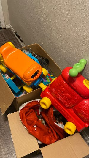 Box of toys FREE for Sale in Oklahoma City, OK