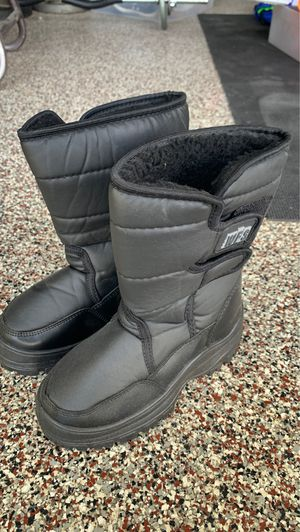 Kids snow ❄️ boots size 1 for Sale in Riverside, CA