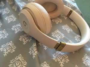 Beat studio 3 headphones (wireless) for Sale in Phoenix, AZ