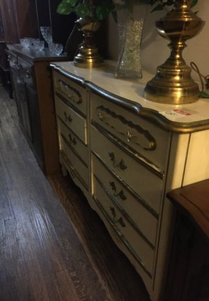 6 drawer French provincial dresser for Sale in Front Royal, VA