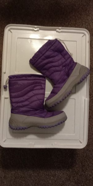 WOMAN SNOW - RAIN BOOTS for Sale in Levittown, PA