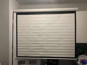 "72"" HD MANUAL PROJECTOR SCREEN AND ROLLER. BRAND NEW JUST INSTALLED SCREEN $100. DELIVERY AVAILABLE for Sale in Tampa, FL"