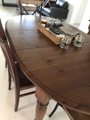 Pottery Barn Dining Room Table. W/one leaf. Chairs not included. for Sale in Hollywood, FL