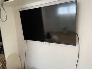 TCL 40 inch smart Led Roku TV for Sale in Carlsbad, CA