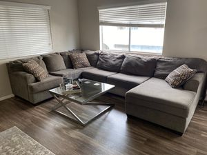 BEAUTIFUL Sectional Couch Sofa For Family - Like New for Sale in Mission Viejo, CA
