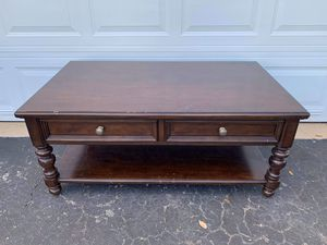 Large coffee table sofa table living room for Sale in Fort Lauderdale, FL