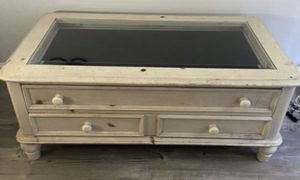 Broyhill Coffee Table for Sale in Palm Desert, CA
