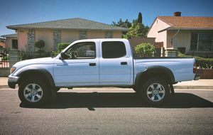 Family car 2003 Toyota Tacoma for Sale in St. Petersburg, FL