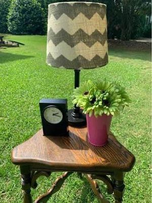 ❤️$75-Vintage English Oak Corner Table for Sale in Simpsonville, SC