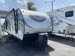 Rv tráiler año 2017 de 27 pies ubicado 3699 nw 79 st Miami fl 33147 o 3699 nw 79 st Miami fl 33147 for Sale in Hialeah, FL