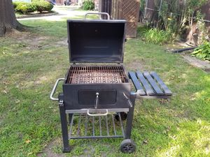"""Kingsford 24"""" charcoal bbq for Sale in Watertown, MA"""