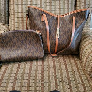 Michael Kors Tote And Makeup Bag for Sale in Perryville, MD