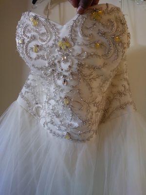 Plus size 24 strapless wedding gown for Sale in Phoenix, AZ