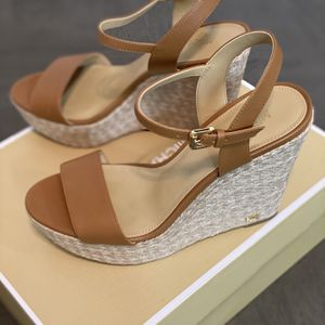 Women Shoes Size 8 for Sale in Las Vegas, NV