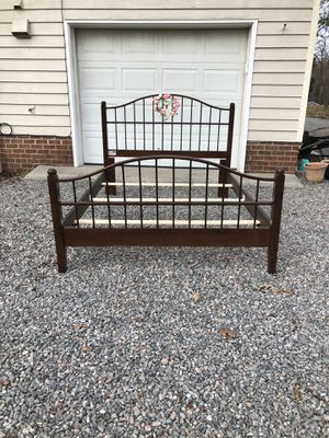 Farmhouse Queen Bed solid wood like new for Sale in Mechanicsville, VA
