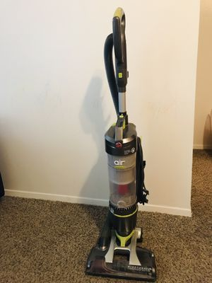 "Hoover wind tunnel 3"" vacuum Bagless for Sale in Salt Lake City, UT"