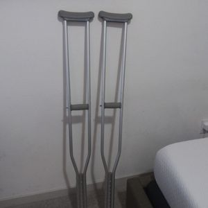 Adult Crutches Size 5 Ft 10 To 6 Ft 6 for Sale in Phoenix, AZ