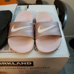 Girl Nike Sandals for Sale in Baldwin Park, CA