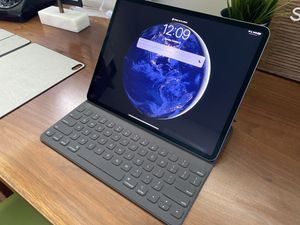 12.9 iPad Pro 64gb for Sale in Robbinsdale, MN