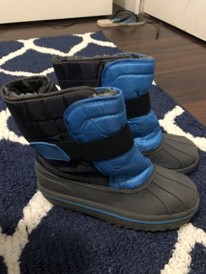 snow boot for kids size 2 water proof for Sale in Pompano Beach, FL