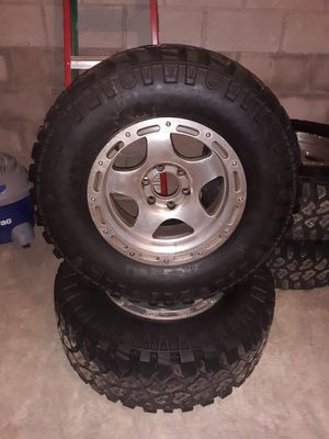 Mickey Thompson 33 by 12506 slug call the 2009 Ford f150 the brand new rims are used tires are brand new for Sale in Newark, OH