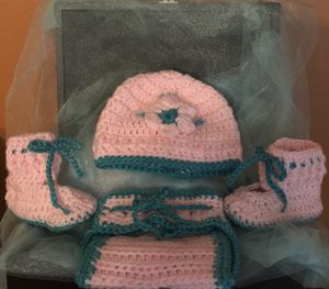 Crochet newborn outfit ( Hat, diaper cover and booties) for Sale in Detroit, MI