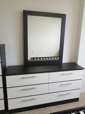 Comoda con espejo.... Dresser with mirror for Sale in Miami Springs, FL
