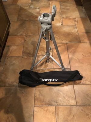 Photography tripod and case for Sale in Chicago, IL