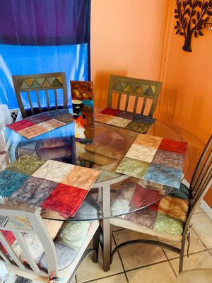 Dining room set and matching bar stools for Sale in Tampa, FL