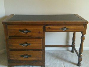 $10 Young Hinkle student desk. Has slight damage to back left corner for Sale in Duluth, GA